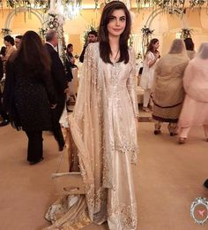 How To Avoid Wedding Day Jitters. Planning for a wedding is difficult, whether it is your wedding day of the wedding day of a loved one. Walima Dress, Pakistani Formal Dresses, Pakistani Party Wear, Pakistani Wedding Outfits, Pakistani Couture, Pakistani Dress Design, Indian Dresses, Indian Suits, Indian Wear