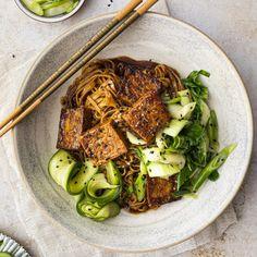 Nouilles asiatiques au tofu et à l'érable - K pour Katrine Tofu Recipes, Asian Recipes, Vegetarian Recipes, Healthy Recipes, Ethnic Recipes, Avocado Cilantro Lime Dressing, Exotic Food, Pasta, Food Trends
