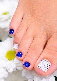 Polka Dot Toenail Designs | #ToenailDesigns #NailDesigns
