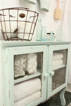 Washed Out Coastal Colors + Vintage Baskets Create a Lovely Cottage Bath Update !