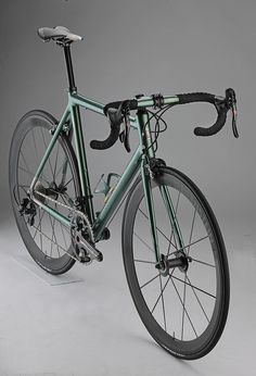 Nero 3-4 Campagnolo | Flickr - Photo Sharing! Luxury biking-->. Really like the color of the frame the black wheels make it look so sleek!
