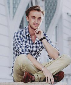 Tom Felton -- that smirk--that draco malfoy smirk Draco Malfoy Imagines, Draco And Hermione, Harry Potter Draco Malfoy, Harry Potter Cast, Harry Potter Movies, Drarry, Dramione, Tom Felton Harry Potter, Drago Malfoy