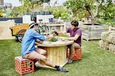 How to Make an Upcycled Cable Drum Table Planter Outdoor Tables, Outdoor Areas, Planter Table, Planters, Diy Recycle, Recycling, Cable Drum Table, Cable Reel, Wooden Wheel