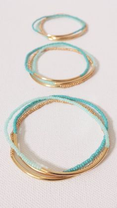 Simple and quick to make :: Beachy summer bracelets in 2 shades of mint beads, g. - Simple and quick to make :: Beachy summer bracelets in 2 shades of mint beads, gold beads, gold tub - Bracelet Turquoise, Gold Armband, Diy Accessoires, Seed Bead Bracelets, Gold Bracelets, Ankle Bracelets, Pandora Bracelets, Pandora Jewelry, Stretch Bracelets