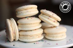 Birthday Sprinkle Vanilla Macarons - Je suis alimentageuse