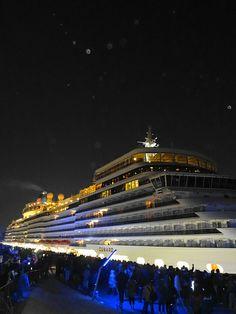 Queen Elizabeth called at Yokohama Port 03/16/2014