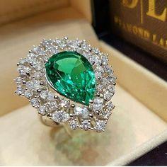 GORGEOUS DIAMOND EMERALD RING BEAUTIFUL RING