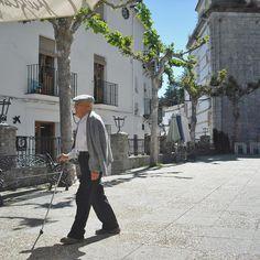 Spaziergang über die Plaza de Espana in #Grazalema. http://www.ferienwohnungen-spanien.de/Grazalema/artikel/grazalema-ein-weisses-bergdorf-in-cadiz