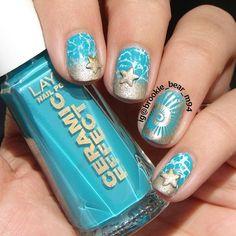 Gold Starfish & Seashell Beach Nails