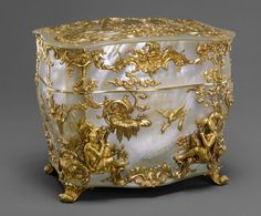 Nécessaire, German, 1745–50 Mother-of-pearl, gold Overall (confirmed): 4 1/4 x 5 1/16 x 3 3/4 in. (10.9 x 12.9 x 9.5 cm) The Metropolitan Museum of Art, The Jack and Belle Linsky Collection, 1982