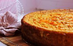 Как приготовить тыквенный пирог с мягким творогом. Духовку разогреть до 200 градусов. Тыкву вымыть, очистить и нарезать дольками, запечь в духовке в течение 40 минут.