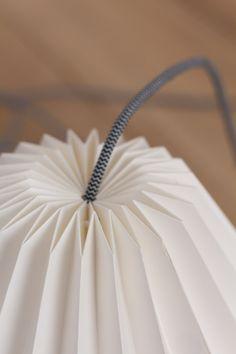 Lámpara de techo de papel plegado blanco ORIGAMI Disponible www.rdiseno.es/shop