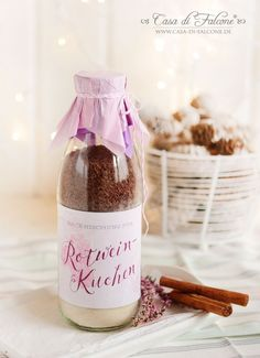 FOOD ♥ in a jar Red wine cake baking mix in a glass recipe wine cake mix Amazing Gardens, Beautiful Gardens, Mold And Mildew, Diy Garden Decor, No Bake Cake, Pin Collection, Red Wine, Craft Projects, Jar