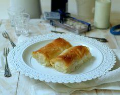 crema di semolino avvolta in pasta fillo, burro abbondante e tutto irrorato di sciroppo! Galaktobourko! Slurp!!!!