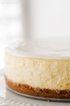 Say hello to your new favorite cheesecake recipe! This is a classic New York cheesecake baked in the oven. A water bath plus lots of tips and guidance help you make the best silkiest creamiest cheesecake EVER. Brownie Desserts, Oreo Dessert, Mini Desserts, Just Desserts, Dessert Recipes, Cheesecake Desserts, Pumpkin Cheesecake, Dessert Ideas, Orange Cheesecake Recipes