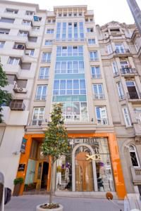 This Cheya Residence offers very spacious, ultra-stylish 2-bedroom apartments in the trendy Nisantasi quarter of Istanbul. They all feature ...