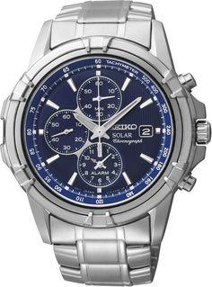 Seiko Horloge Chronograaf Solar type SSC141P1. Kaliber V172. Dit horloge is uitgevoerd met een zilverkleurige stalen band en een zwarte kast. De wijzerplaat is blauw. Het uurwerk is voorzien van een chronograaf, een alarmfunctie en van solar-techniek. De wijzers en de index zijn lichtgevend, zodat u in het donker ook nog kan zien hoe laat het is. De chronograaf meet tot maximaal 60 minuten in stappen van 1/5 seconden.
