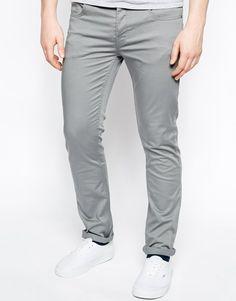 Este modelo de pantalones es perfecto para chicos muy delgados