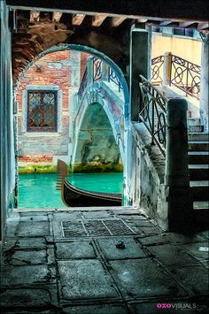 Where does one begin to start when discussing Italy. Well, if you intend to travel there, Rome and Venice are good places to start. Italy Vacation, Italy Travel, Rome Travel, Travel Package Deals, Places To Travel, Places To Visit, Living In Italy, Italy Holidays, Belle Photo