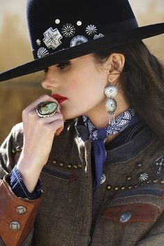 What's a hat without a few jewels?⠀⠀⠀⠀⠀⠀⠀⠀⠀ ⠀⠀⠀⠀⠀⠀⠀⠀⠀⠀ Old Pawn Hat // Cattlemen, Fall ⠀⠀⠀⠀⠀⠀⠀⠀⠀⠀ Photographer:… Cowgirl Outfits, Cowgirl Style, Cowgirl Chic, Cowgirl Bling, Boho Chic, Boho Style, Bohemian, Double D Ranch, Western Chic