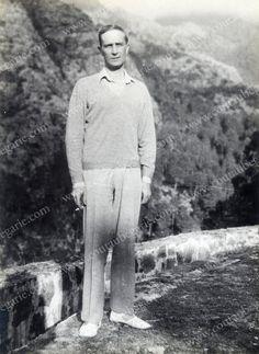 FELIX, prince Youssoupoff (1887-1967) Portrait photographique, le représentant posant en promenade dans la campagne corse, près de Calvi. Tirage argentique, vers 1924/1925.