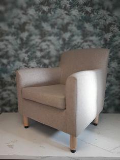 Artekin nojatuoli verhoiltiin Lauritzonin ihanan pehmoisella Country soft-kankaalla. Armchair, Furniture, Home Decor, Sofa Chair, Single Sofa, Decoration Home, Room Decor, Home Furnishings, Home Interior Design