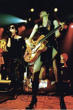 poison ivy, The Cramps Bass, Rock And Roll Girl, Rockabilly Music, The Cramps, Guitar Girl, Gothabilly, Female Guitarist, The New Wave, Music Heals