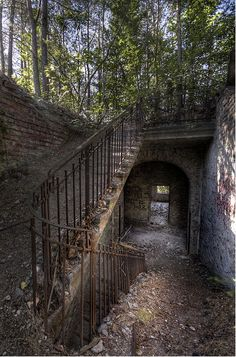 These stairways all look like they belong on a horror movie set. Don& be caught alive on any of them, because you& surely end up dead. Old Buildings, Abandoned Buildings, Abandoned Places, Beautiful Buildings, Beautiful Places, Stairway To Heaven, Haunted Places, Abandoned Mansions, Stairways