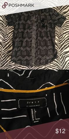 21men black patterned short sleeve button down L Stylish button down from Forever 21 with a very cool zig zag pattern. Awesome condition! 21men Shirts Casual Button Down Shirts