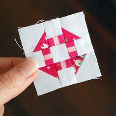 Hope's Quilt Designs: Free Mini Block Pattern - Churn Dash. Plus tips on piecing tiny blocks ☺