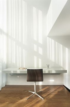 Wall desk and chair by Jop van Beek Interior Design Software, Interior Design Photos, Office Interior Design, Luxury Interior Design, Office Interiors, Interior Design Inspiration, Best Office, Home Office, Office Office