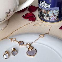 Pure love❤️ Juego en acero dorado dije corazón. #cecinopeaccesorios #accesoriosbogotá  #accesoriosacero #juegoacerocorazón… Afternoon Tea London, Pure Products, Bracelets, Jewelry, Women, Bangles, Jewellery Making, Arm Bracelets, Jewelery