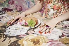 Nymphéas - MilK 40 - bijoux Piaget. photos: Karel Balas, direction artistique Isis Colombe Combréas, stylisme Mélanie Hoeppfner, set design Lisa Gachet.