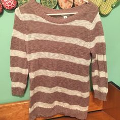 Old Navy Sweater 3 quarter sleeve. Worn once Old Navy Sweaters