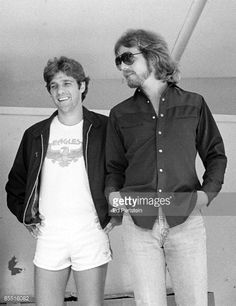 85516082-photo-of-don-felder-and-glenn-frey-and-eagles-gettyimages.jpg (458×594)