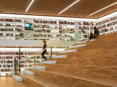 Livraria Cultura by Studio MK27. Double height wall areas - display?