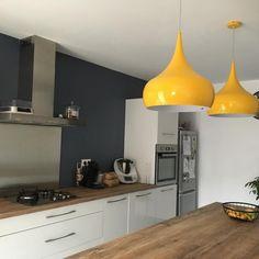 Cuisine de @cecilemerlette : Modèle PETILLA Blanc Brillant, plan de travail Hipster Wood - Cuisinella Küchen Design, Decoration, Ceiling Lights, Lighting, Wood, Instagram, Rue, Home Decor, Dreams