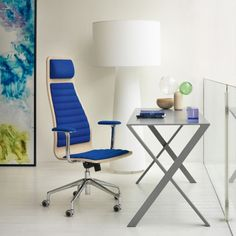 Bambi is a sheet of aluminium desk, available in 5 matt lacquered colour. Made by @cappellininext