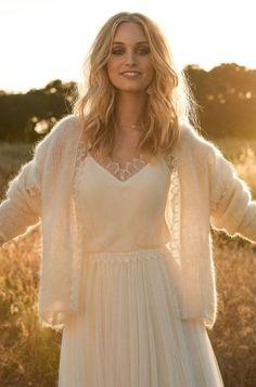 Rembo styling — Kollektion 2017 — Luna: Cremefarbenes Vintage Kleid mit Trägern die sich im Rücke kreuzen und Blusen Optik.