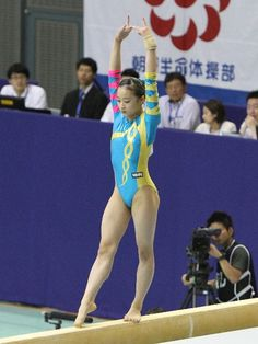 イメージ 39 Sport Gymnastics, Artistic Gymnastics, Rhythmic Gymnastics Leotards, Martial Arts Techniques, Gymnastics Photography, Balance Beam, Female Gymnast, Olympic Sports, Abdominal Muscles