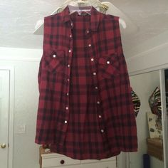 Top Shop Sleeveless Flannel Maroon & black plaid button up sleeveless flannel from Top Shop. US size 8 (small-medium). Excellent condition. Topshop Tops Button Down Shirts