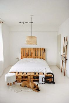 transcendence designs of home furniture then these DIY pallet bed frame ideas with headboard will really provide the creative width to your vision and thinking. Pallet Bedframe, Wooden Pallet Beds, Diy Pallet Bed, Pallet Furniture, Home Furniture, Furniture Design, Pallet Ideas, Pallet Headboards, Pallet Wood