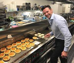 Making ricota hot cake in Tokyo Hugh Michael Jackman, Hugh Jackman, Darren Criss, Aaron Tveit, Z Cam, Australian Actors, Cam Gigandet, The Greatest Showman, Mark Wahlberg