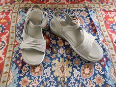 New Skechers Relaxed Fit Memory Foam Beige / Taupe Sandals - Womens Sz 10 - NWOT #Skechersrelaxedfit #walkingshoes