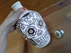 """Aqui na """"Design by Fabi"""" você encontra moringas em cerâmica criadas pela artista plástica Fabiana Batista de Souza."""