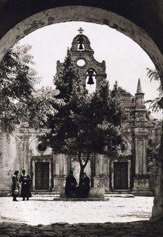 Αρκάδι, Nelly's - 1927 Πηγή: www.lifo.gr80 ανεκτίμητες φωτογραφίες της Κρήτης 1911 - 1949