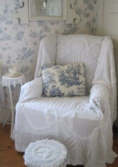 A comfy white throw or blanket to hide a not so nice recliner. Beautiful mixed with blue toile too.