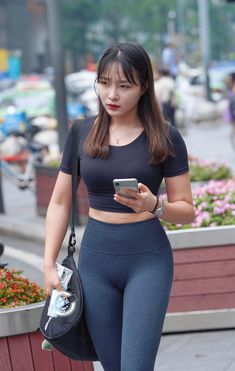 Yoga Pants Girls, Girls Jeans, Asian Fashion, Girl Fashion, Girls Are Awesome, Sexy Jeans, Curvy Outfits, Beautiful Asian Women, Sensual