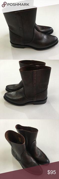 FRYE Women's Wyatt Vintage Short Boot Dark Brown