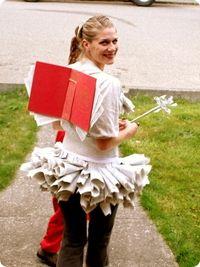 Si eres profesora,de infantil disfrazate el día de carnaval. A los niños les encantará y te verán como una igual.